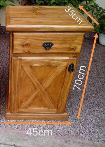 mesa de luz en pino con un cajon y una puerta todo lustrado