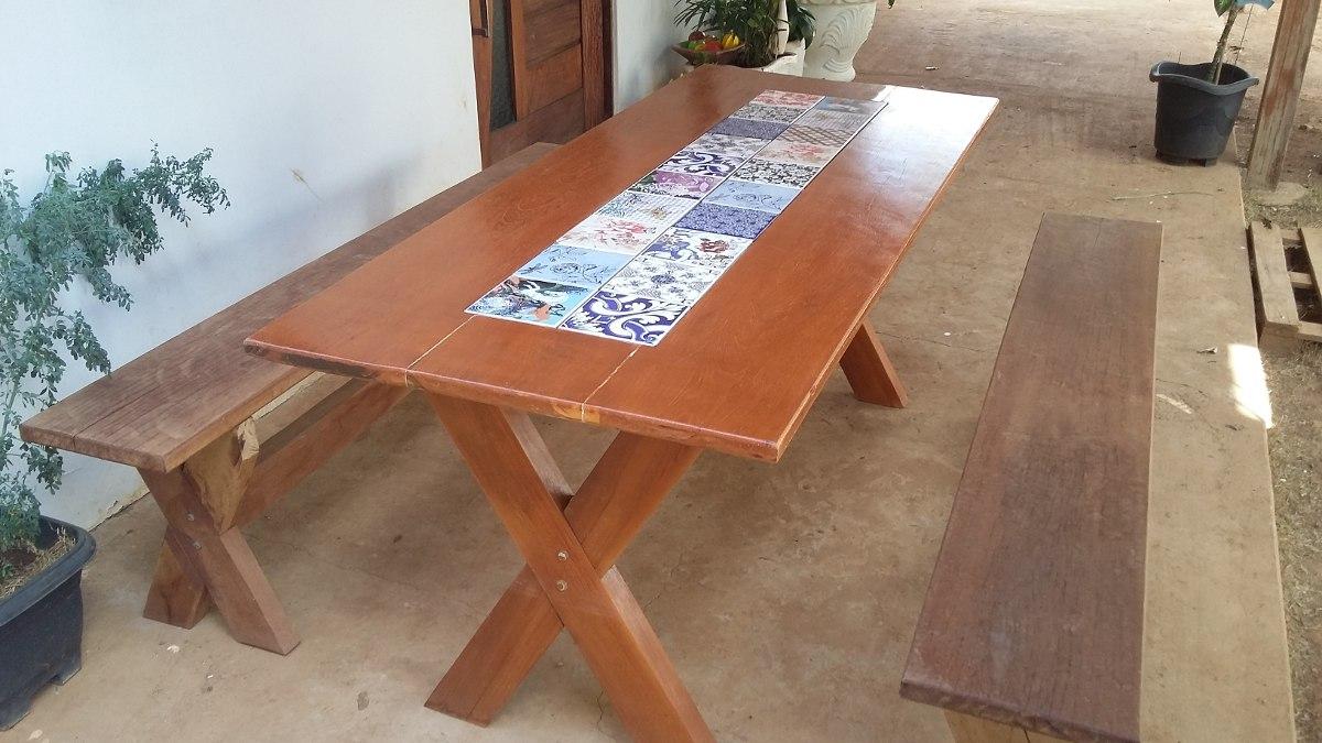 Mesa de madeira com bancos e detalhe em azulejo portugu s - Mesas de azulejos ...