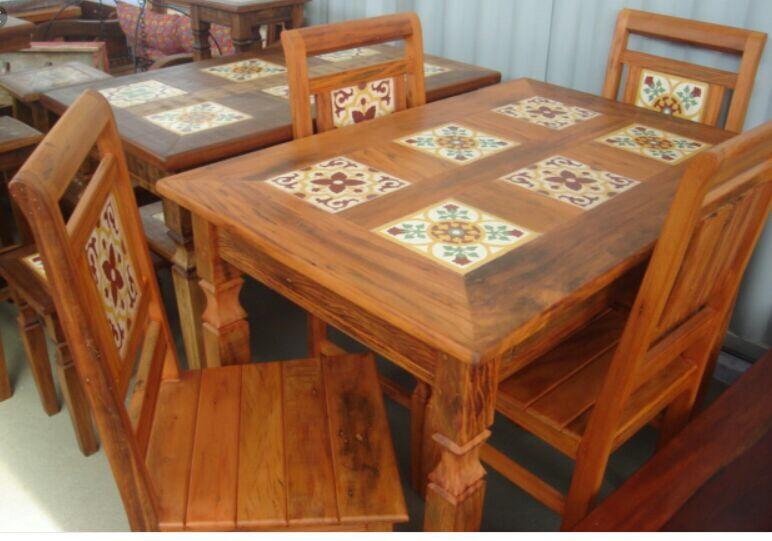 Mesa De Madeira Peroba Rosa Com 4 Cadeiras - R$ 1.600,00