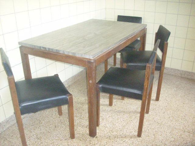 Mesa De Madera Cocina Y Cuatro Sillas Cesarl52 - $ 3.900,00 en ...