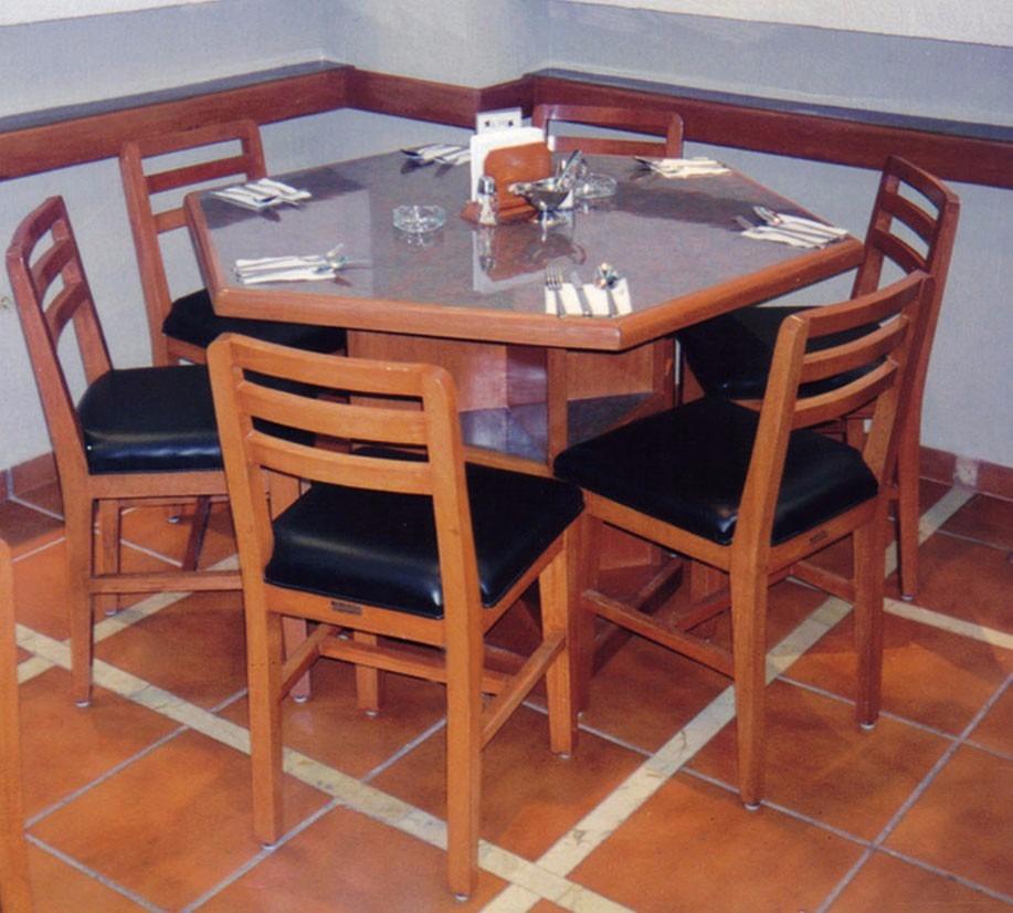 Mesa de madera con 4 sillas bar cafeteria restaurant fonda for Mesas de madera para bar