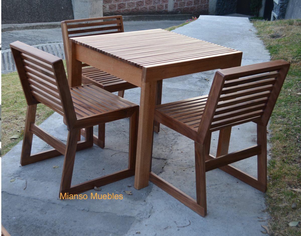 mesa de madera con 4 sillas para restaurantes uso exterior