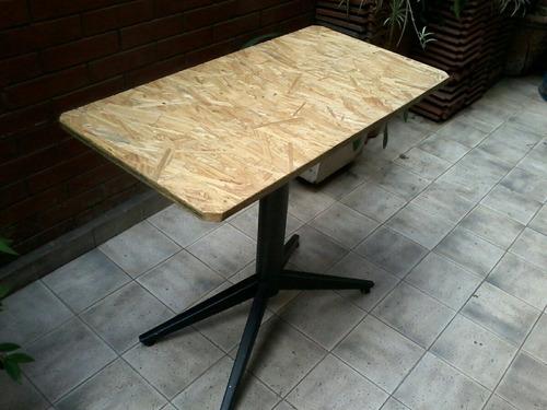 mesa de madera con base de fierro