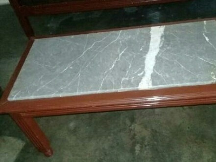 mesa de madera con plancha de marmol 10v.d.s