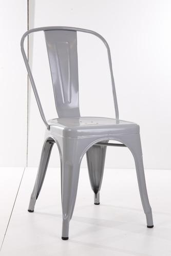 mesa de madera con sillas tolix restaurante bar cafetería
