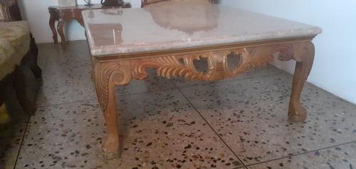 mesa de madera con tope de marmol