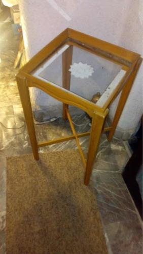 mesa de madera de cedro con vidrio