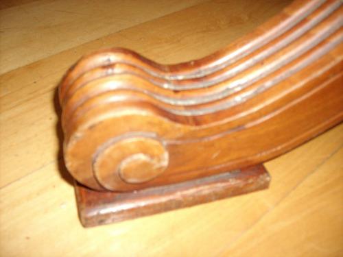 mesa de madera de estilo. lo mejor. pieza única.