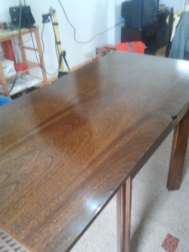 mesa de madera extensible de 80cm p0r 80cm y se hace de 160c