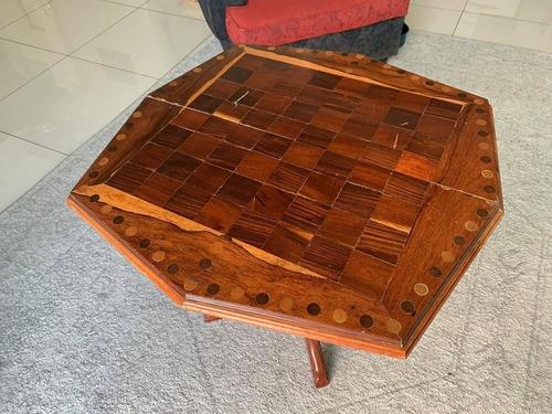 mesa de madera para ajedrez