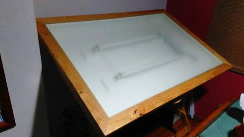 mesa de madera para dibujo arquitectura con luz interna