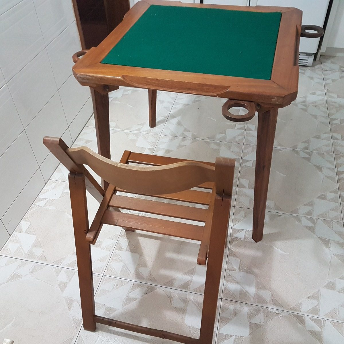 Mesa de madera plegable para jugar domino con sus 4 sillas for Mesa plegable 4 sillas