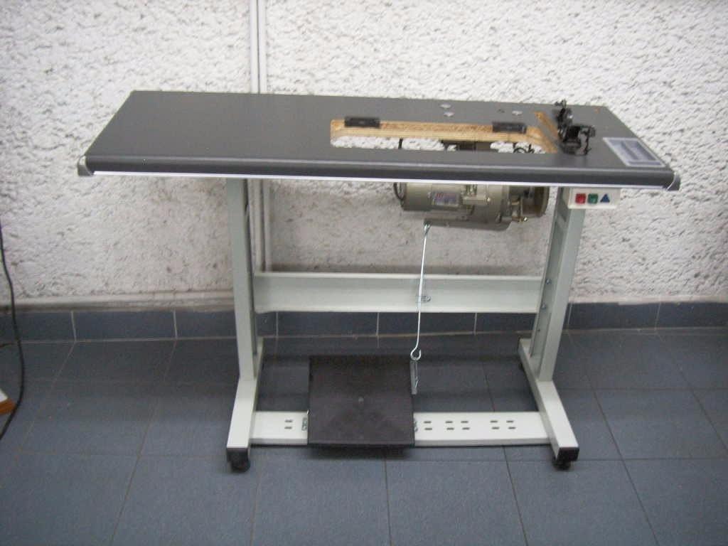 Mesa de madera y herraje metalico maquina plana for Mesa para maquina de coser