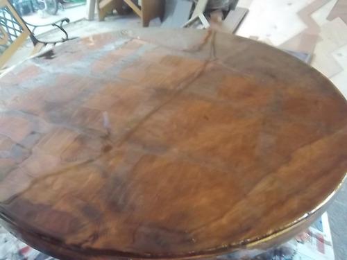 mesa de madera y triplay cubierta con resina
