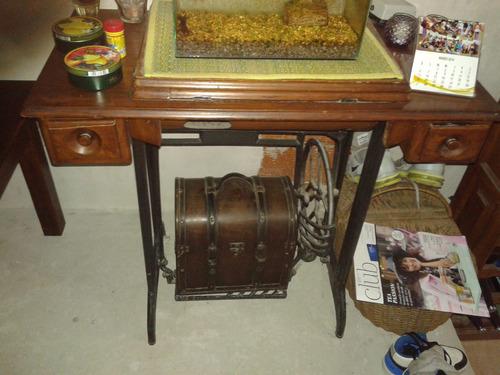 mesa de maquina de coser con pie de fundición reciclada!!!!!