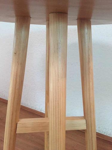 mesa de noche diseñada con madera de pino y popotillo