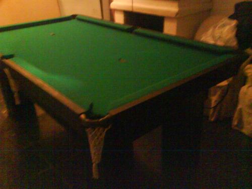 mesa de pool de piedra con redes y madera cedriño