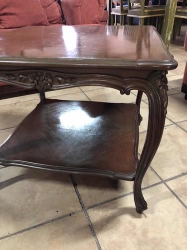 mesa de sala antigua italiana en madera tallada a mano