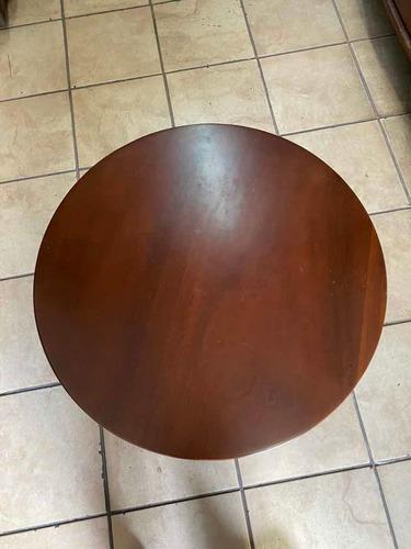 mesa de sala, auxiliar, lateral en fina madera.  importada.