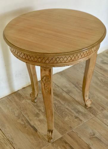 mesa de sala redonda de estilo provenzal
