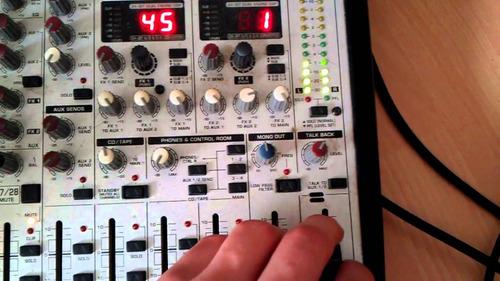 mesa de som behringer eurodesk sl3242fx + beg