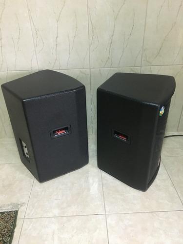 mesa de som e caixas