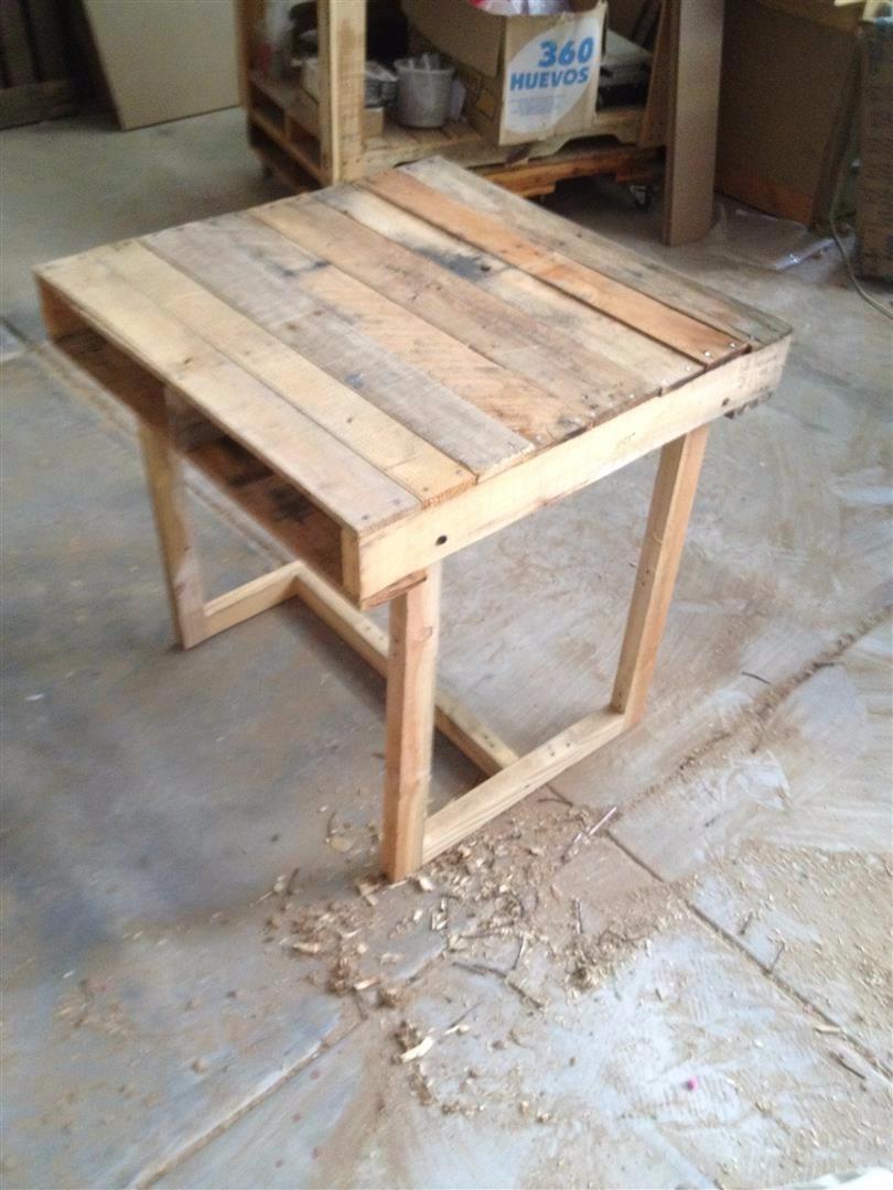Mesa de tarima reciclada para 2 personas 72x74cm cafeteria for Mesas de jardin con tarimas