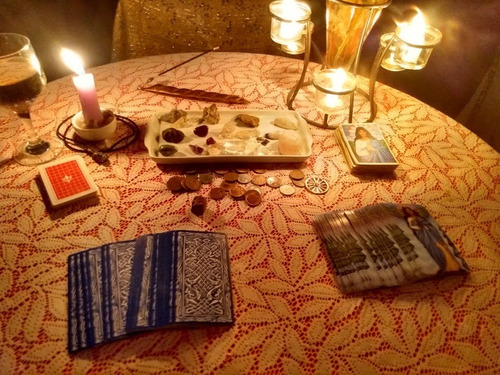 mesa de tarot e baralho cigano