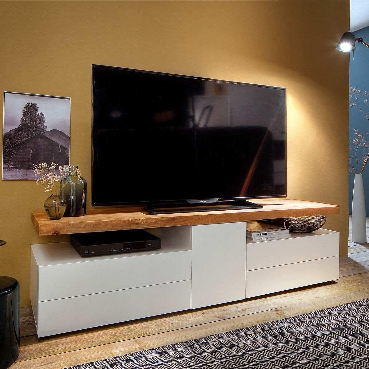 Mesa de television moderna con tapa en teka ref canna for Mesas para tv modernas