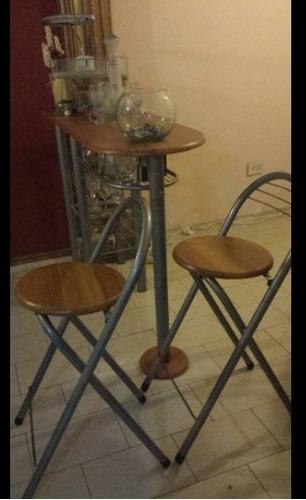 mesa desayunador con dos sillas