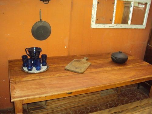 mesa em madeira de reflorestamento tratada