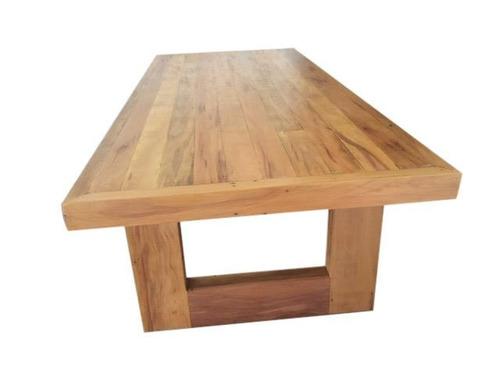 mesa em u pé vazado na demolição