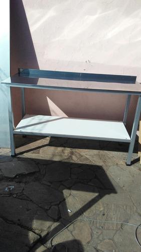 mesa en acero inoxidable super fuerte