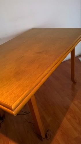 mesa enchapada en roble.rectangular.usada. excelente estado.