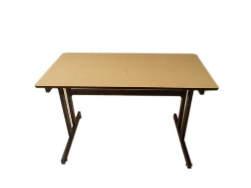 Mesa Escritorio Tipo Italia Color Negro Cubierta Maple 145000