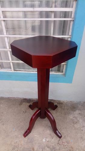 mesa esquinera en madera de cedro
