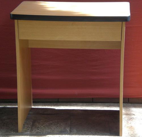 mesa estudiantil con una gaveta tipo escritorio color fresno