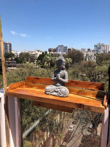mesa hecha de palets, para baranda de balcon