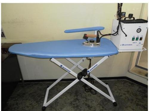 mesa industrial con caldero de 5 lts. y plancha de mano
