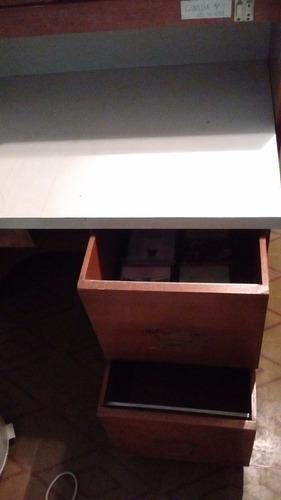 mesa isla de trabajo con luz y enchufe