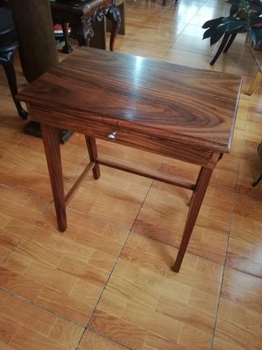 mesa lateral (café y trabajo)