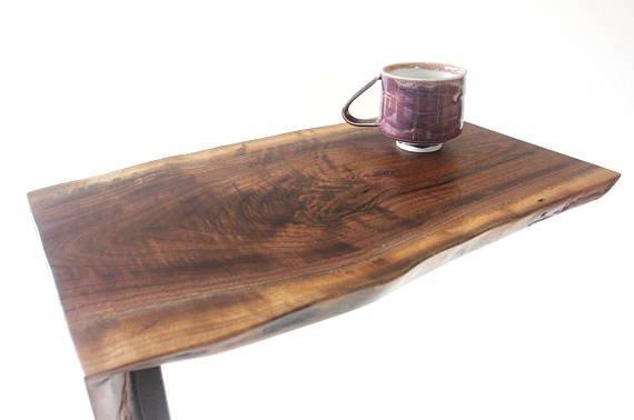 Mesa lateral de madera rustica corteza tronco base metal for Mesas de troncos de madera