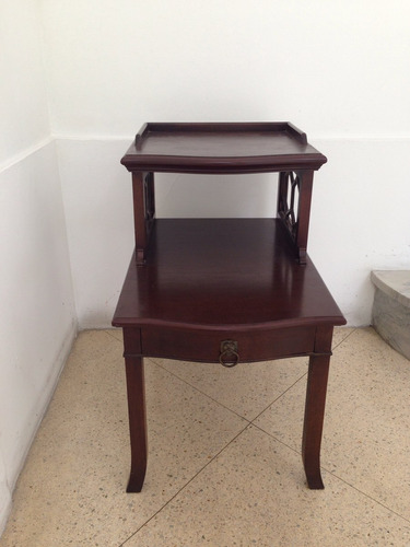 mesa lateral em vinhático. déc 60.estilo inglesa.