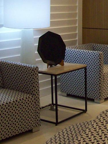 mesa lateral minimalista para sala de madera y metal
