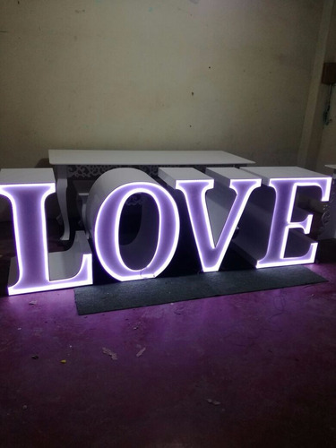 mesa love para eventos alquiler