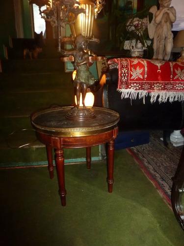 Mesa luis xv lateral con cubierta marmol contorno bronce for Valor marmol chile