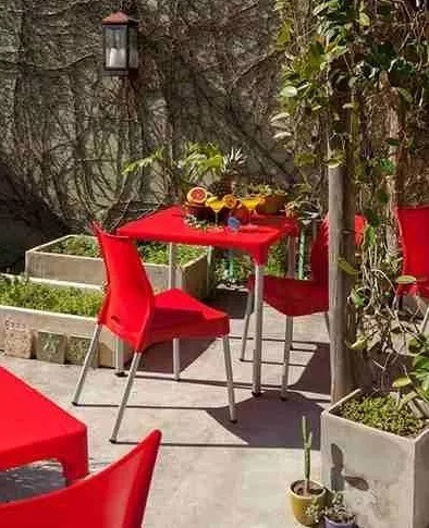 mesa lupe plastica exterior apilable + 4 sillas malba combo
