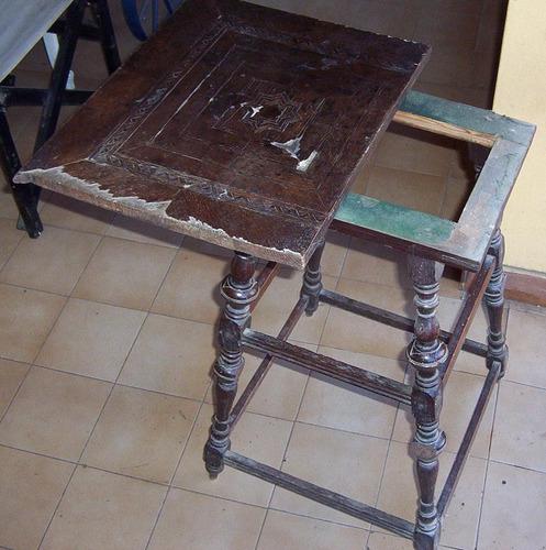 mesa madera con marqueteria.