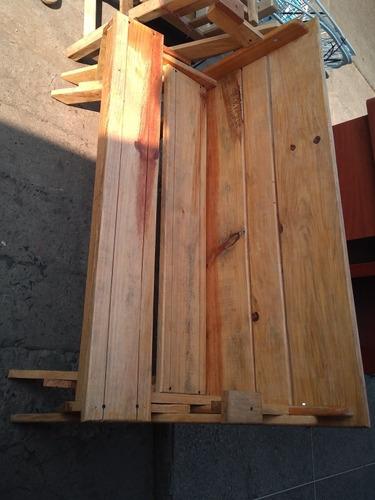 mesa madera y silla