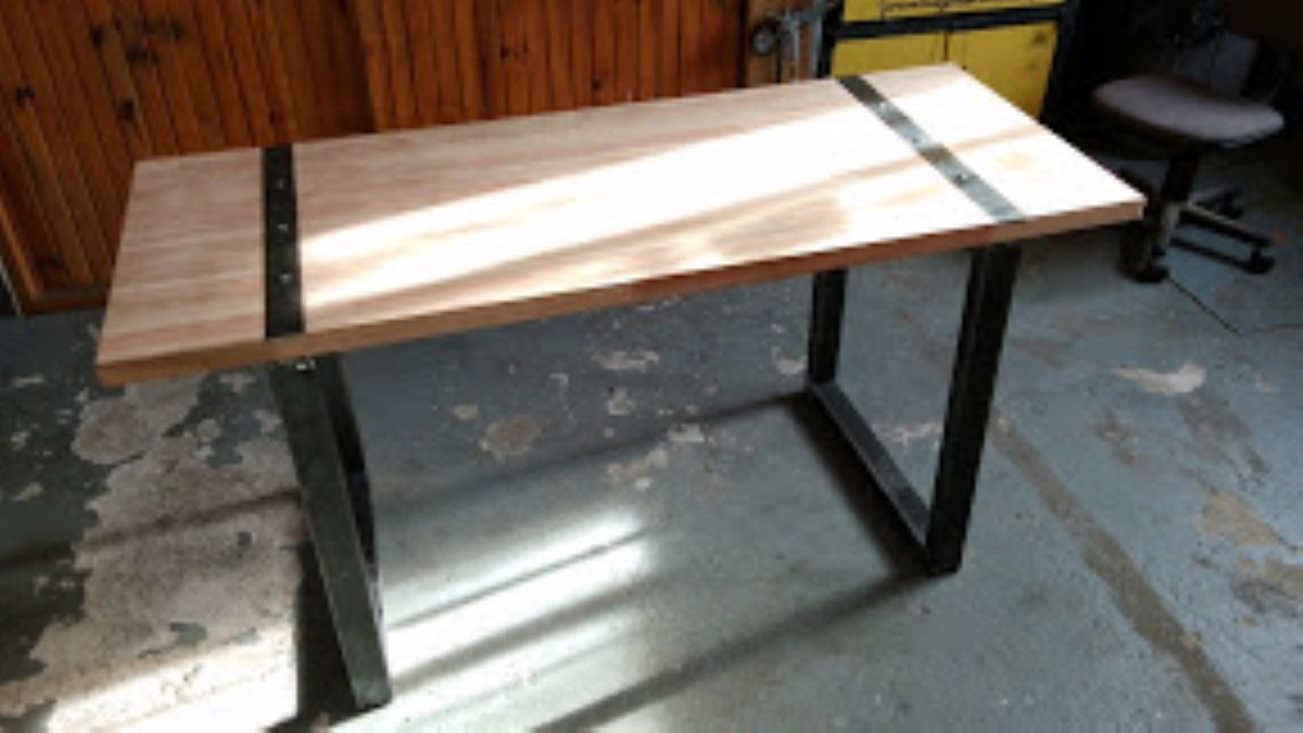Mesa parrillero rustica mesa de hierro y madera a for Hacer una mesa con una puerta